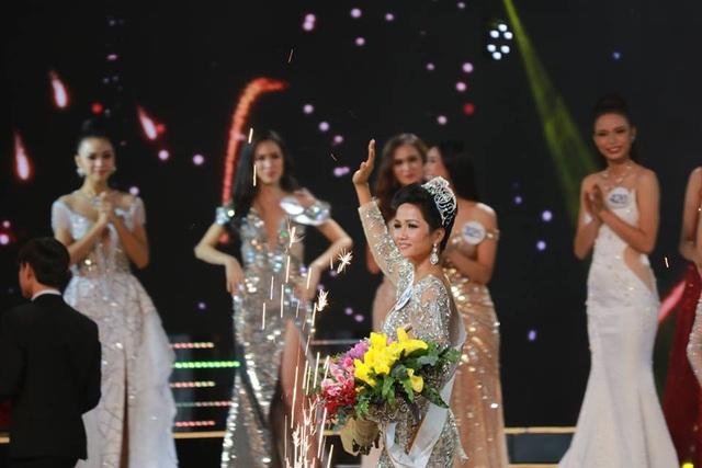 H'Hen Nie đăng quang Hoa hậu Hoàn vũ Việt Nam 2017 - 6