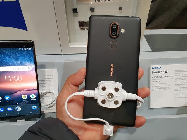 Những thiết bị di động độc đáo nhất tại MWC 2018 - 7