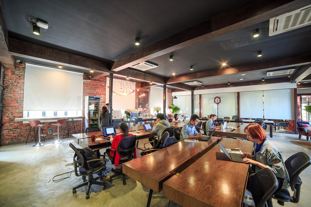 Không gian ấm cúng được thiết kế phù hợp cho cá nhân cũng như nhóm làm việc tại trung tâm của Hà Nội