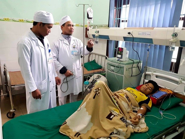 Bệnh nhân Bhía đã qua cơn nguy kịch nhờ máu của cán bộ, chiến sĩ hiến tặng. (Ảnh: Bác sĩ Thông)