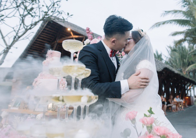 Jelf và Rebecca là người gốc Đài Loan, sinh sống và học tập tại New Zealand. Cặp đôi 9X quen nhau khi du học tại đây.