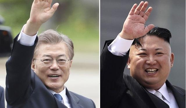 Tổng thống Moon Jae-in (trái) và nhà lãnh đạo Kim Jong-un (Ảnh: Getty)