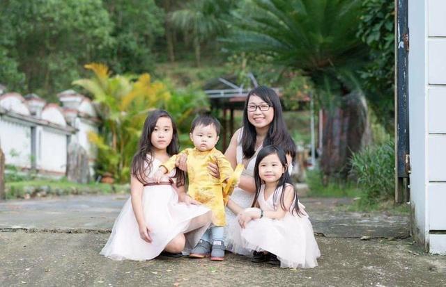 Huỳnh Thị Sang cảm thấy hạnh phúc khi được ở bên 2 con gái và Kem (Ảnh NVCC)