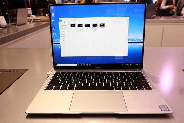 Điểm ấn tượng của X Pro năm nay đó là màn hình FullView với tỉ lệ hiển thị chiếm đến 91%. Màn hình này có kích thước 13,9 inch, độ phân giải 3000x2000 pixel, hỗ trợ cảm ứng đa điểm.
