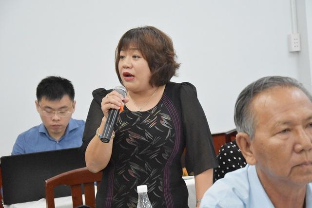 Bà Lê Bích Loan cho rằng với cách tính phí mới thì doanh nghiệp không có tiền đóng phí