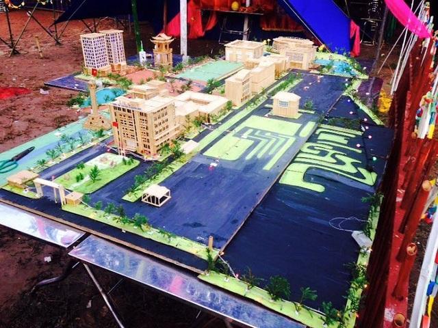Mô hình thành phố mini được Tuấn Anh xây dựng từ tăm tre