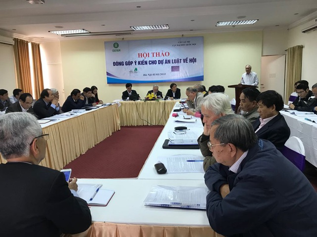 Chủ tịch Tổng hội xây dựng Việt Nam phát biểu tại hội thảo do Ban chủ nhiệm Câu lạc bộ cựu Đại biểu Quốc hội, tổ chức Oxfam tổ chức.
