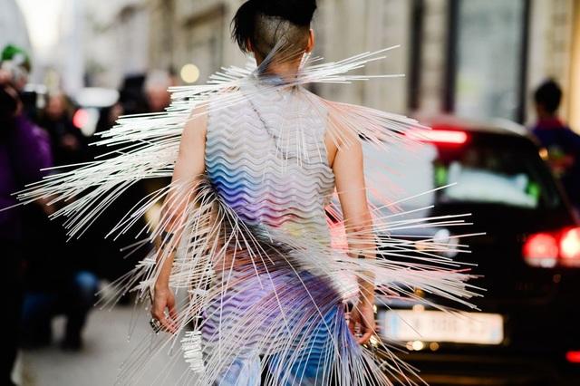 Đường phố biến thành sàn diễn thời trang thực sự