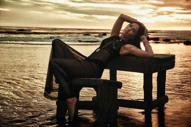 Megan Fox đẹp hoàn hảo trong bộ ảnh quảng cáo mới của Frederick's of Hollywood