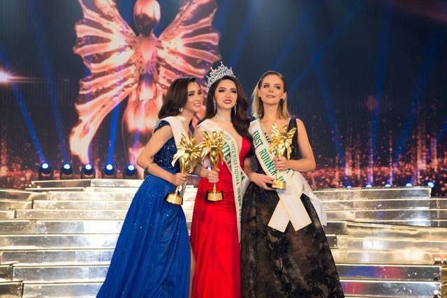 Hương Giang xuất sắc vượt qua 27 đối thủ, giành vương miện Hoa hậu Chuyển giới Quốc tế 2018 và giành giải Người đẹp Tài năng cũng như Người đẹp truyền thông.