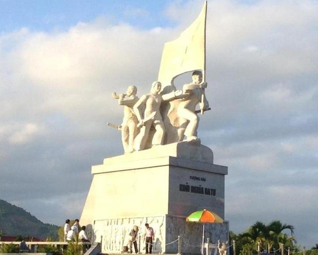 Tượng đài khởi nghĩa Ba Tơ