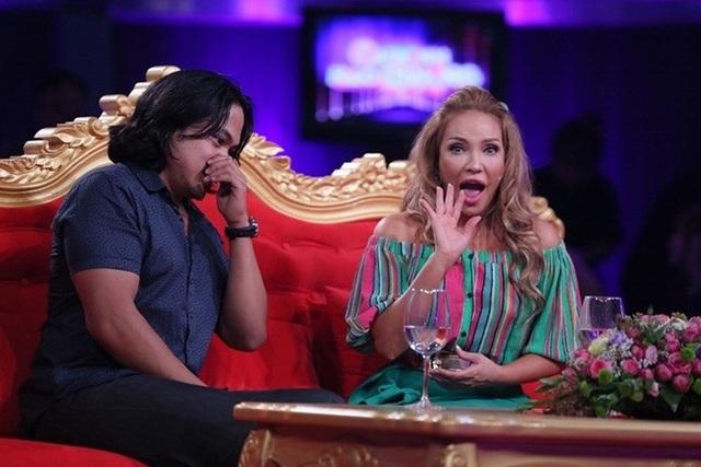 Bạn trai Thanh Hà đã xúc động cầu hôn cô trên sóng truyền hình khiến nữ ca sĩ vô cùng kinh ngạc và hạnh phúc