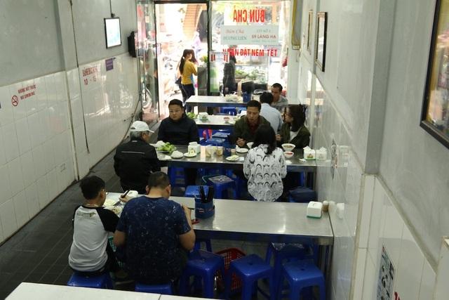 Kể từ khi Tổng thống Mỹ tới quán dùng bữa, quán bún chả Hương Liên luôn đông khách.