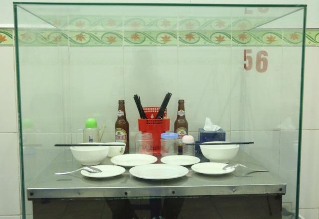 Chủ quán cho biết đã thực hiện việc này sau những gợi ý của khách hàng đến quán để thưởng thức món bún chả Obama. Nhiều người đến quán nhất thiết đòi phải ngồi vào chiếc bàn mà cựu tổng thống Mỹ đã từng ngồi, chủ quán chia sẻ.