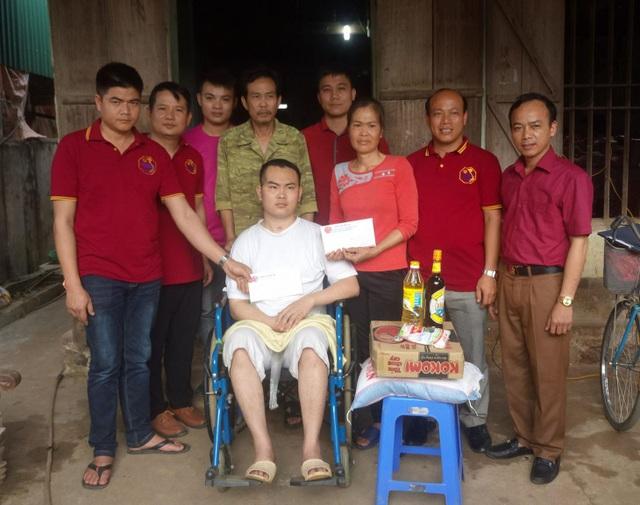 Hội chữ thập đỏ Yên Thủy - Hội lái xe 28 tỉnh Hòa Bình, Chi Hội Lái xe 28 Yên Thủy, thăm hỏi, tặng quà động viên gia đình bà Phạm Thị Liên