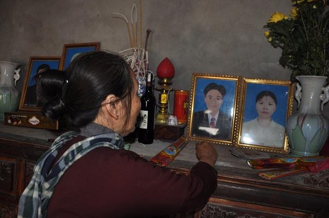 Nhắc lại cái chết của bố mẹ Chung, lần nào bà cũng cảm giác đến nghẹt thở.