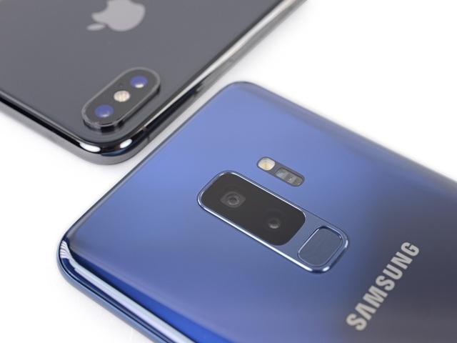 iPhone và Samsung Galaxy là hai mặt hàng giá trị và được nhập lậu nhiều