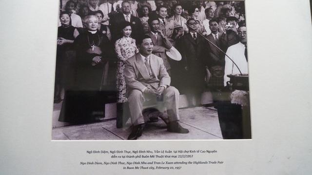 Một trong những bức ảnh hiếm vì có mặt gần như đầy đủ các thành viên chính phủ trong gia đình Tổng thống Ngô Đình Diệm