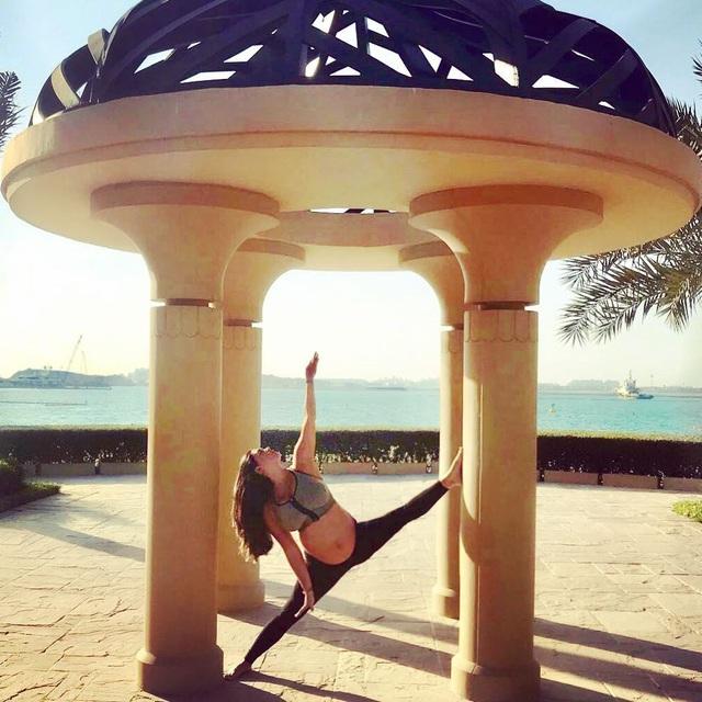 Người đẹp 33 tuổi từ bỏ cuộc sống của một ngôi sao trong làng giải trí và theo đuổi con đường trở thành giáo viên Yoga.
