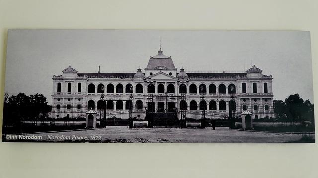 Năm 1868, chính quyền Pháp cho thiết kế và xây dựng tại trung tâm Sài Gòn một dinh thự làm nơi ở cho Thống đốc Nam kỳ, khi xây xong có tên gọi là Dinh Norodom.