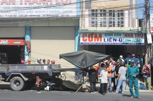 Hiện trường vụ tai nạn làm 2 người đi xe máy tử vong tại chỗ