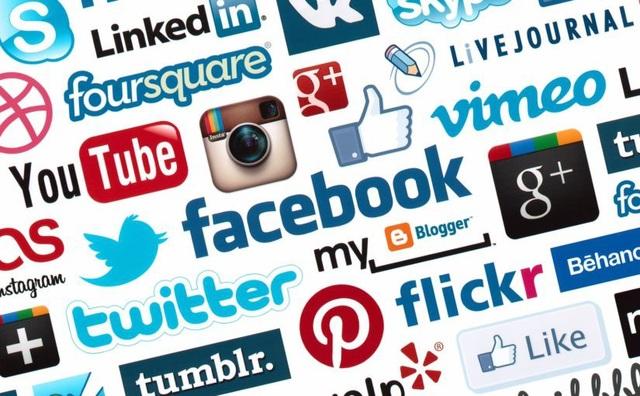 Việc quản lý dịch vụ internet và hoạt động các trang mạng xã hội không phải là đang bị thả nổi, những trang thông tin này vẫn hoạt động trong khuôn khổ pháp luật và việc thành lập các diễn đàn, các nhóm trên mạng xã hội cũng tuân theo khuôn khổ này. (Ảnh minh họa trên internet).