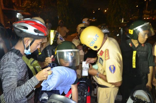 Lực lượng CSGT trong một lần ra quân chống đua xe ở TPHCM