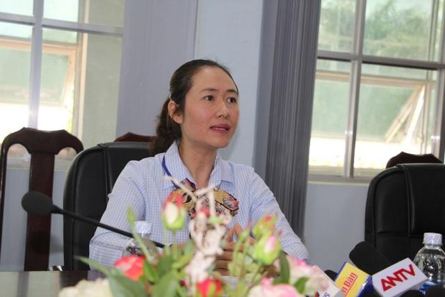Bà Ngô Thị Minh Trinh – Phó Chủ tịch UBND huyện Krông Pắk trao đổi với báo chí