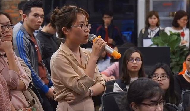 Ứng viên đặt câu hỏi với các diễn giả về kinh nghiệm vượt qua vòng phỏng vấn.