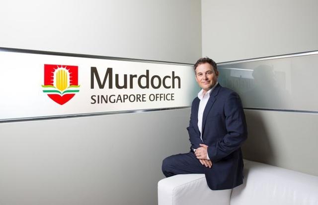 Mr Peter Waring - Phó Giáo Sư tại Đại học Murdoch Úc điều hành trực tiếp các chương trình đào tạo tại Singapore