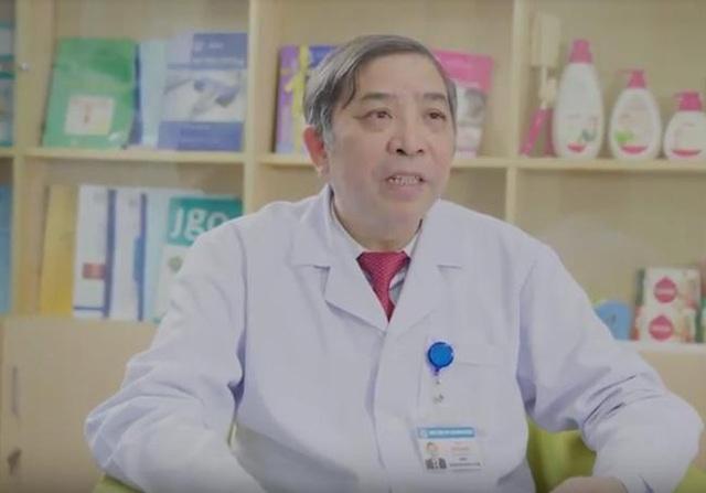 PGS.TS Vũ Bá Quyết - Giám đốc Bệnh Viện Phụ Sản Trung Ương chia sẻ cho bà mẹ kiến thức vệ sinh da