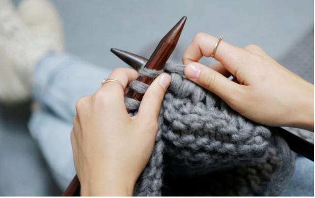 Đan len có thể giúp mọi người chống lại đau mạn tính, trầm cảm và cô lập xã hội