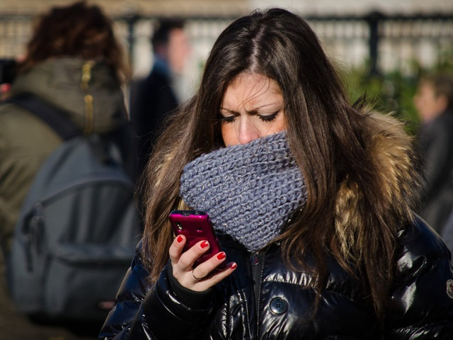 Sử dụng smartphone mang tới nhiều tác động tai hại, bao gồm gây nghiện và sinh chứng trầm cảm ở cả nam lẫn nữ.