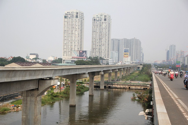 Đoạn trên cao tuyến metro số Bến Thành - Suối Tiên (đoạn chạy song song với cầu Sài Gòn)