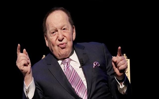 Theo Bloomberg Businessweek, Sheldon Adelson, con trai của tài xế taxi, lớn lên tại Dorchester, Massachusetts, và bắt đầu bán báo ở tuổi 12.Ông hiện điều hành Las Vegas Sands, công ty casino lớn nhất thế giới, và được coi là nhà tài trợ chính trị cao nhất ở Mỹ với khối tài sản ròng 41 tỷ USD.