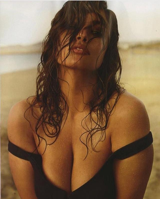 Người đẹp 31 tuổi được biết tới khi xuất hiện trên bìa tạp chí áo tắm danh tiếng Sports Illustrated vào năm 2016. Sự nghiệp của cô gái xinh đẹp cao 1,77m này sang trang từ khi đó