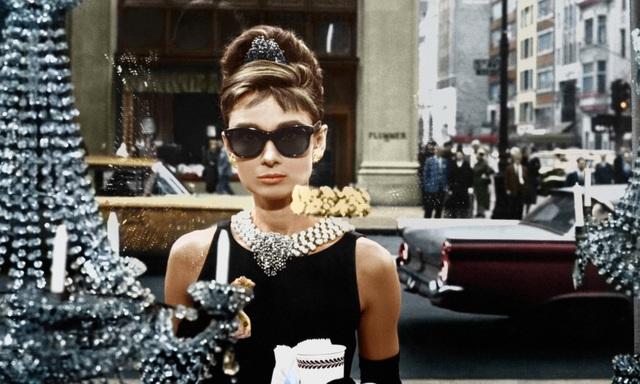 """Audrey Hepburn trong bộ phim kinh điển """"Breakfast at Tiffany's"""" (Bữa sáng ở Tiffany - 1961)"""