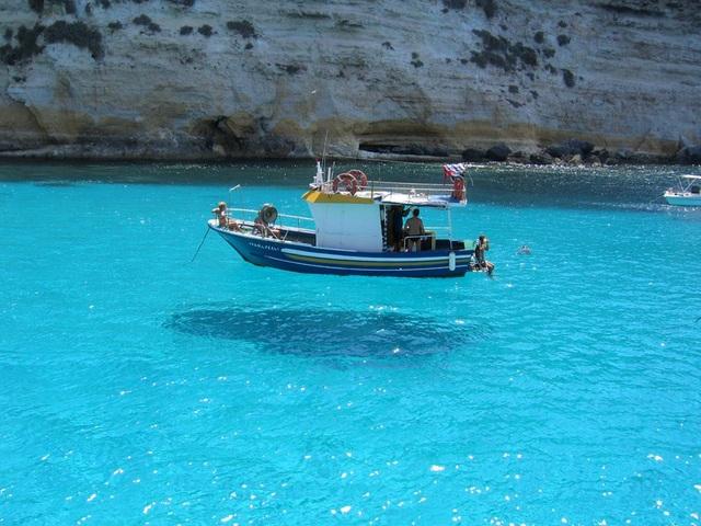 Thuyền đi trên nước là quá bình thường, giờ là thời đại của... thuyền bay