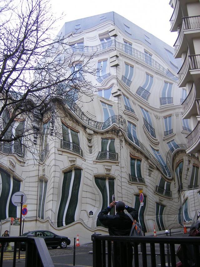 Một căn nhà với kiến trúc kỳ dị ở Pháp khiến nhiều người phải đau đầu
