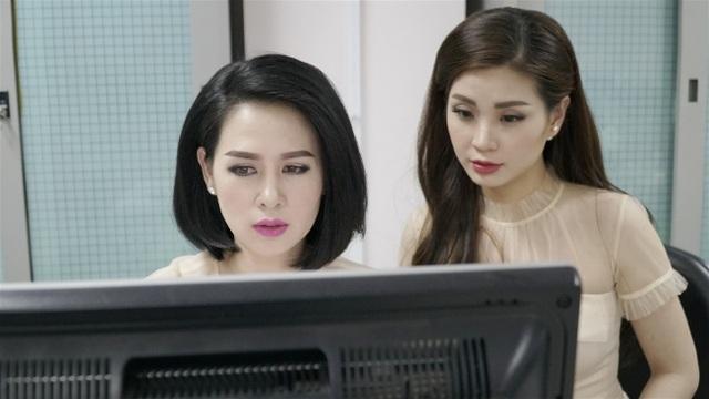 Thuý Hằng và Diễm Trang chuẩn bị trước giờ lên sóng Toàn cảnh 24h.