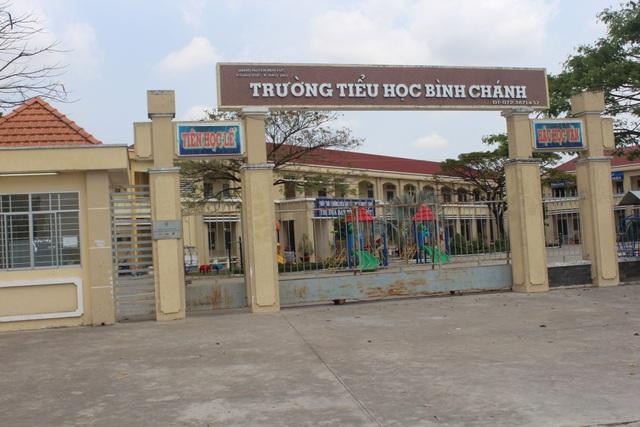 Trường tiểu học Bình Chánh (Bến Lức, Long An) - nơi xảy ra vụ việc cô giáo quỳ gối.