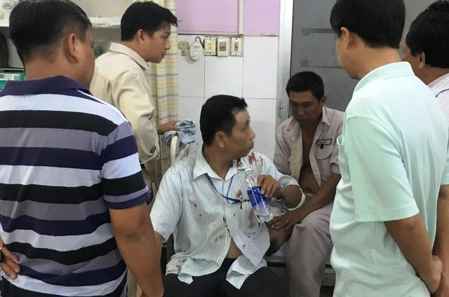 Các nhân viên Điện lực Thủ Đức phải đi cấp cứu tại bệnh viện sau khi bị tấn công trong lúc làm nhiệm vụ.