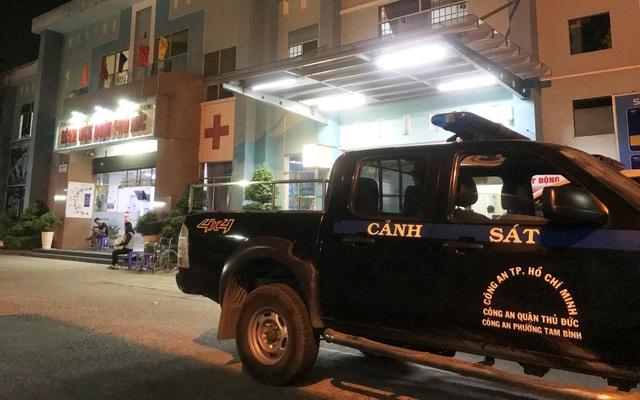 Kiểm tra công tơ điện, 4 nhân viên điện lực bị truy đuổi đến tận... bệnh viện - 4