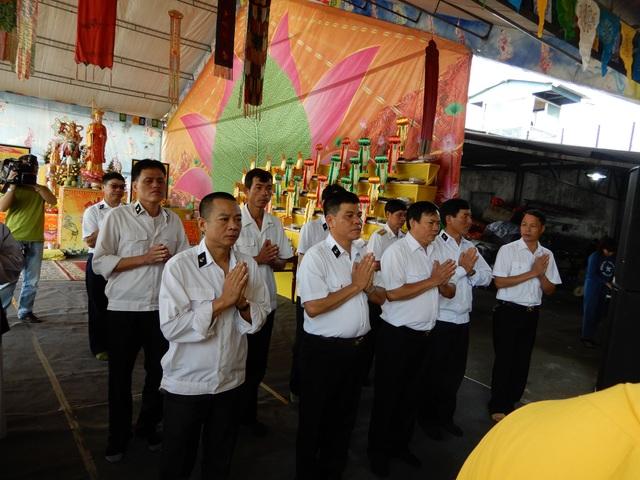 Buổi lễ cầu siêu diễn ra trong không khí trang nghiêm