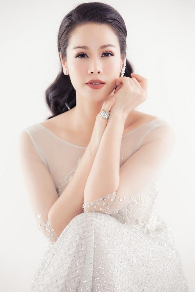 Mới đây, Nhật Kim Anh vừa tái xuất bằng một bộ ảnh mới sau một năm làm việc chăm chỉ.