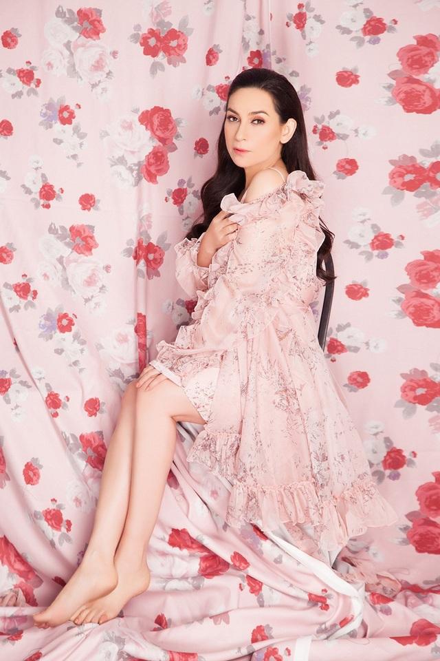 """Phi Nhung khoe vẻ đẹp gợi cảm ở tuổi 45, tự nhận """"sợ đại gia"""" - Ảnh 6."""