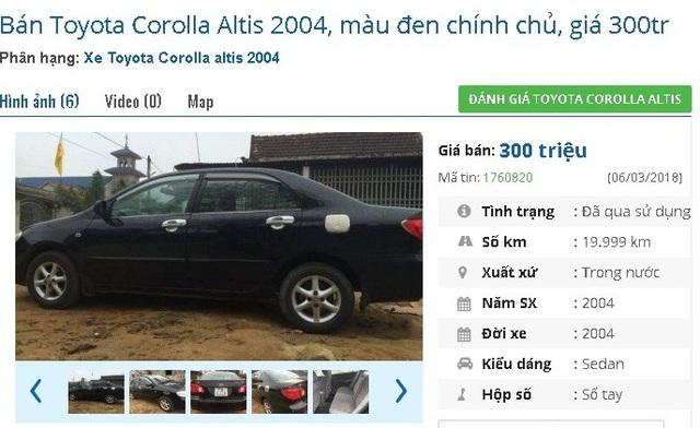 """Chính chủ, màu đen, chiếc Toyota Corolla Altis 2004 này được rao bán giá 300 triệu đồng trên chợ ô tô cũ. Xe được quảng cáo là """"xe chính chủ đứng tên, xe cũ đi gìn giữ nên còn gần như hoàn hảo, không cần thay thế thứ gì có thể lăn bánh luôn""""."""