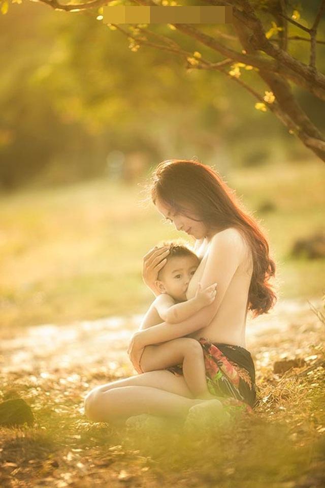 """Khoảnh khắc """"vén váy"""" cho con bú đẹp đến nao lòng của các bà mẹ - 6"""