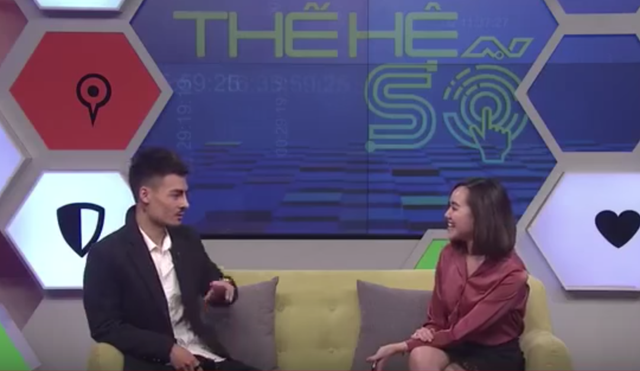 Hiện tượng mạng Hoa Vinh xuất hiện trên VTV6 với vai trò khách mời.