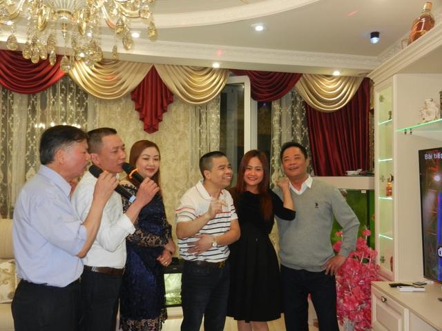 Các tiết mục văn nghệ chào mừng ngày 8/3 tại buổi liên hoan của một cộng đồng người Việt tại Moscow (Ảnh: Võ Hoài Nam)